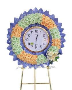 พวงหรีดนาฬิกา สีม่วง ประดับด้วยดอกไม้สีเขียวมิ้น