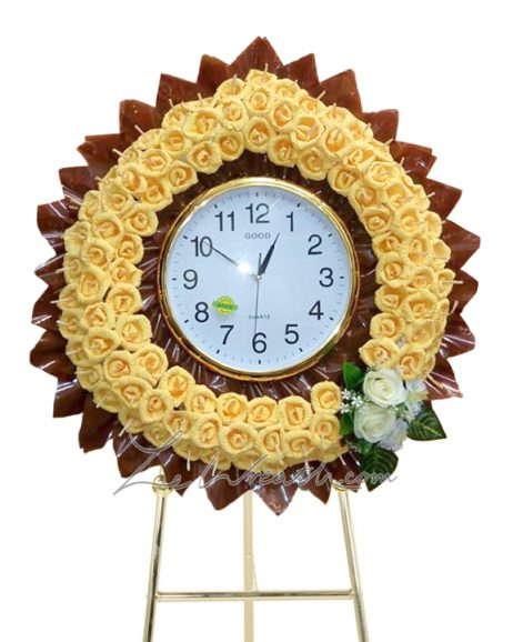 พวงหรีดแแบนาฬิกา ประดับด้วยดอกไม้สีเหลือง