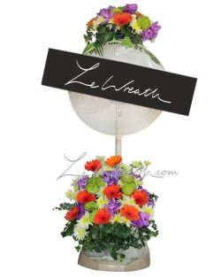 พวงหรีดพัดลมดอกไม้โทนสีส้ม ตัดด้วยสีม่วงสลับกับสีขาว